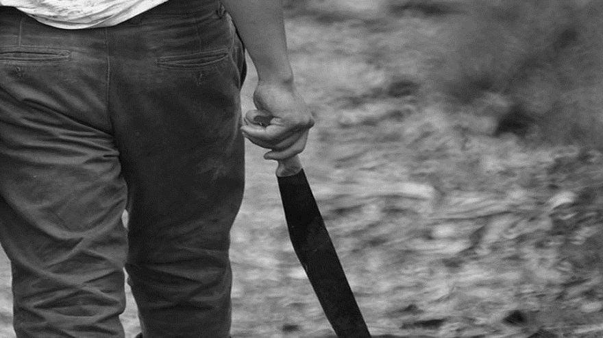 ameaça facão e facas