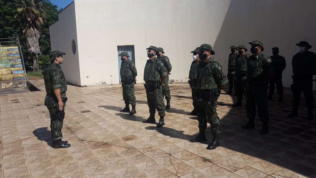 Policiais Militares Ambientais durante a preleção