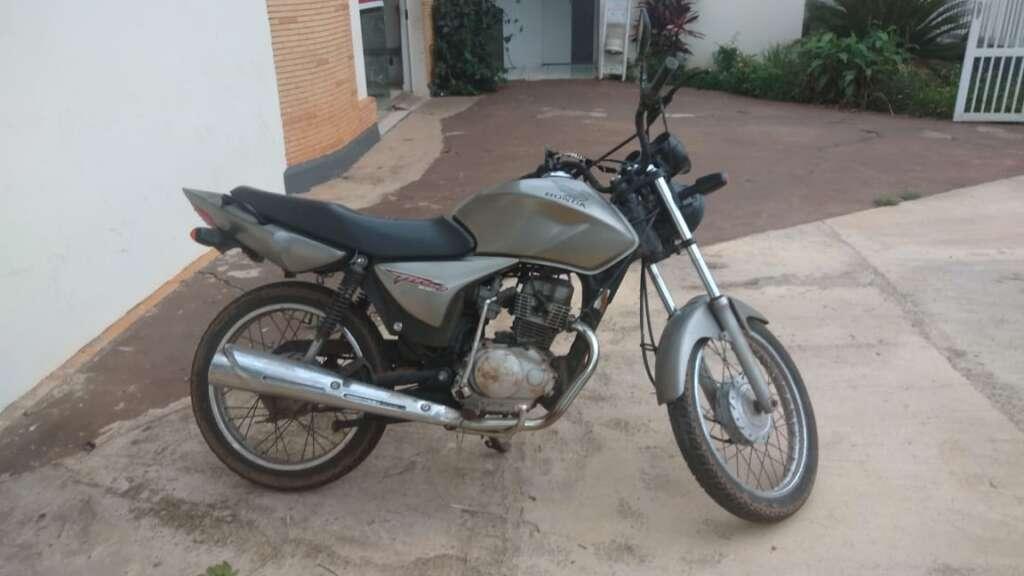 Motocicleta furtada em Porto Ferreira