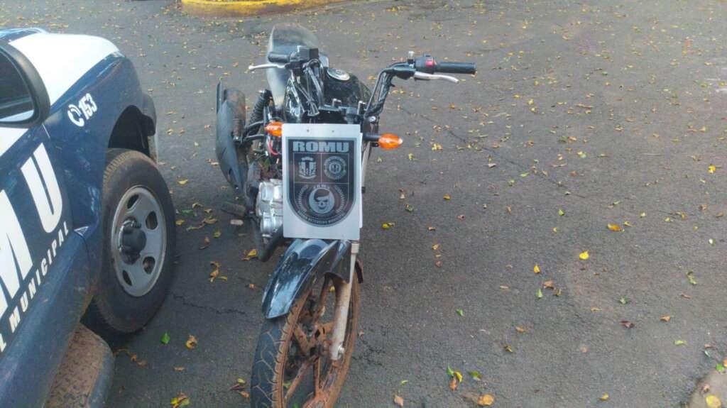 A motocicleta foi apreendida e será periciada.