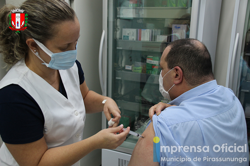 Profissionais da saúde continuam sendo vacinados em Pirassununga