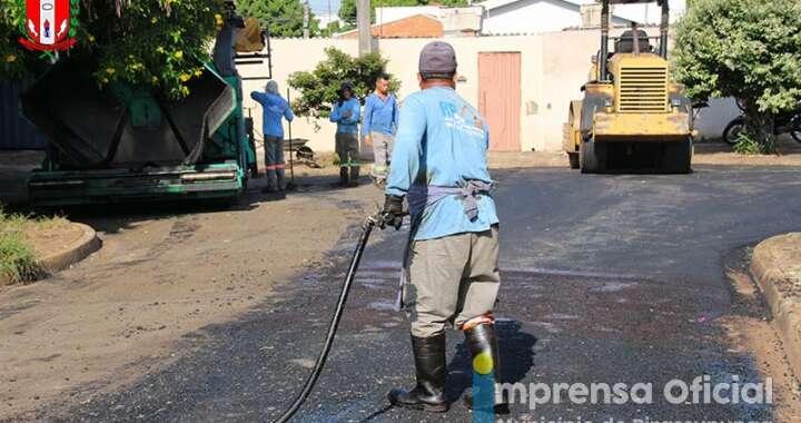 Prefeitura inicia recapeamento de ruas em Pirassununga