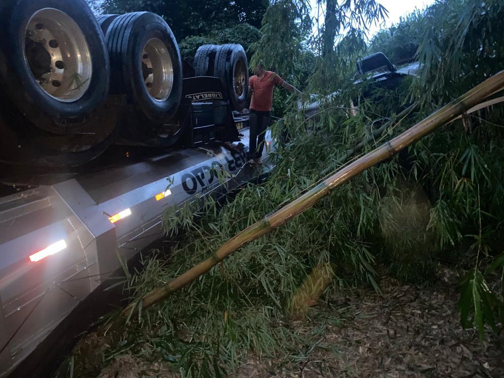 Chuva causa alagamento na Rodovia Anhanguera e acidente na SP 225