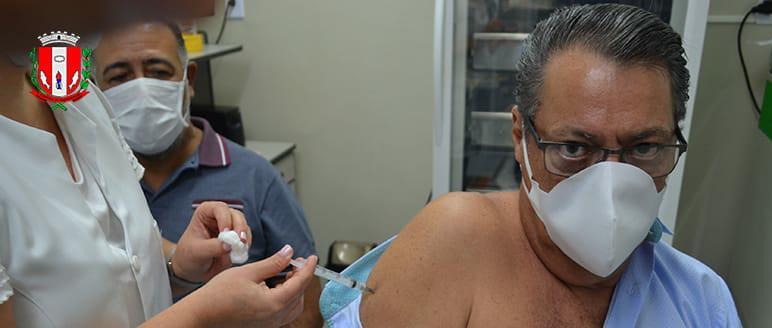 Dr. Dimas Urban tomou sua primeira dose
