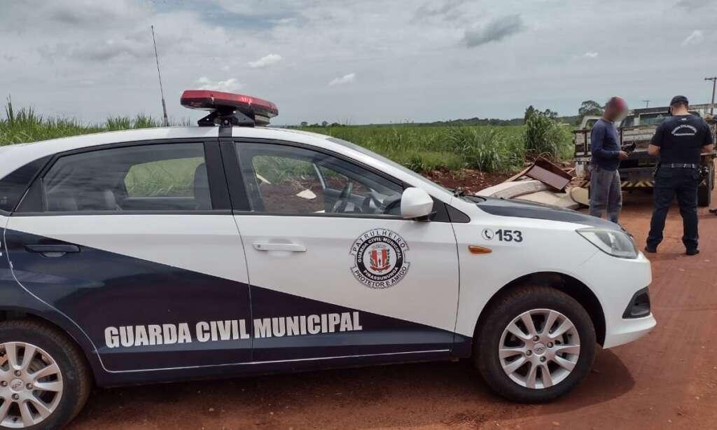 Homem é flagrado pela CGM de Pirassununga realizando descartes