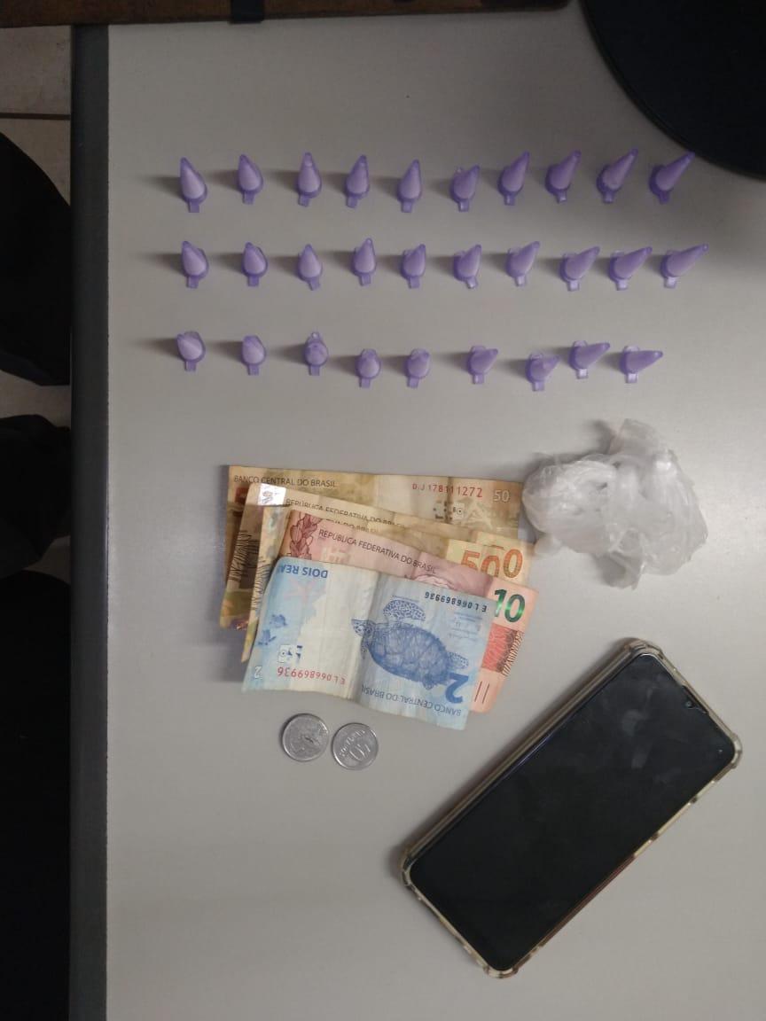 PM de Araras retira de circulação homem com eppendorfs de cocaína