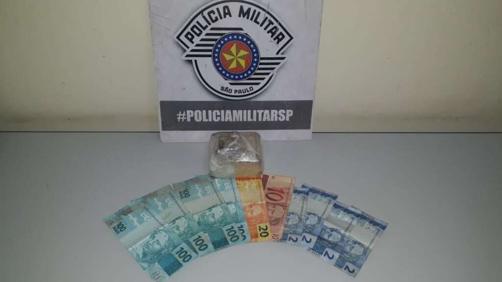 Suspeito de tráfico é preso pela PM após perseguição