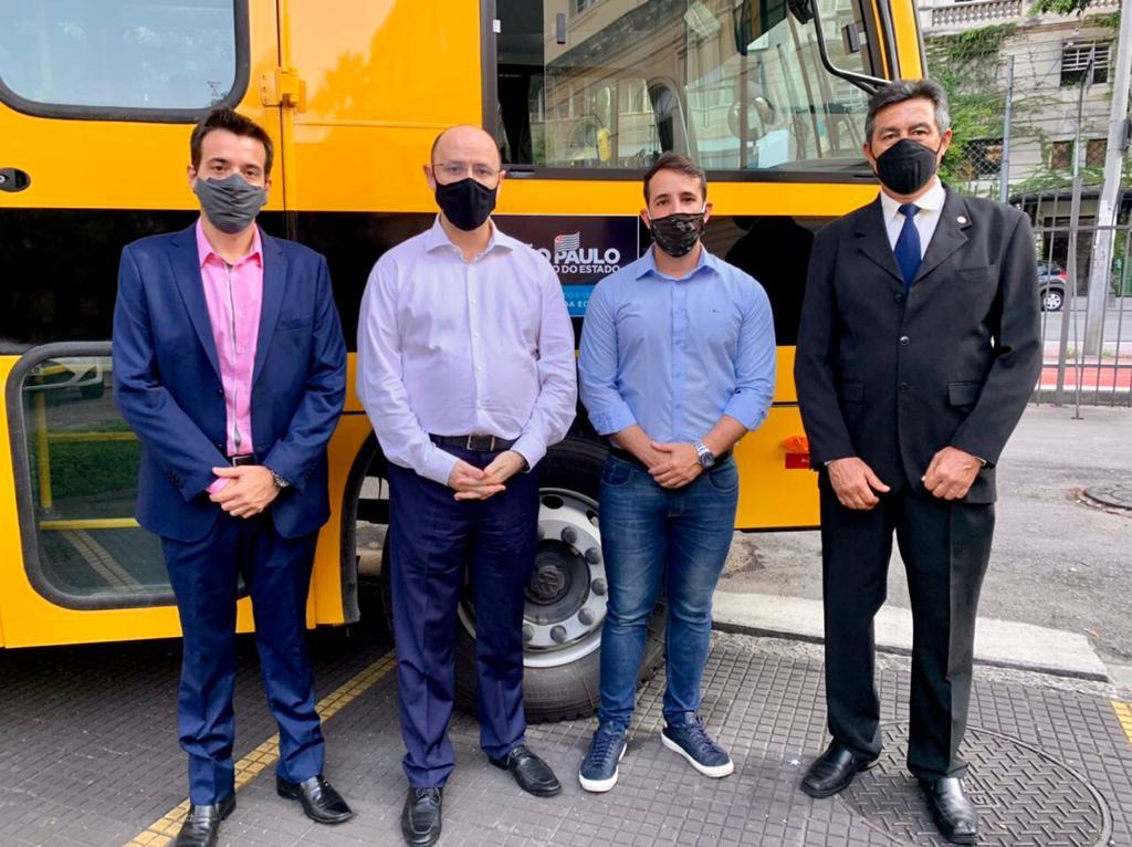 Deputados Estaduais contemplam Pirassununga com dois Ônibus Escolar