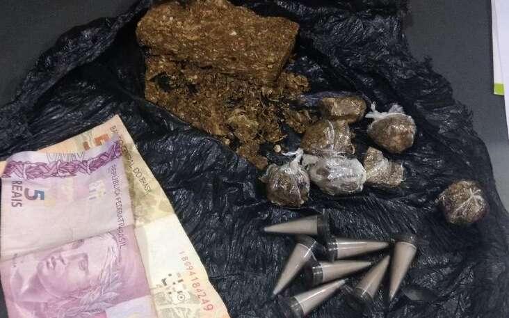 Policiais Militares da ROCAM prende homem por tráfico de drogas na zona leste