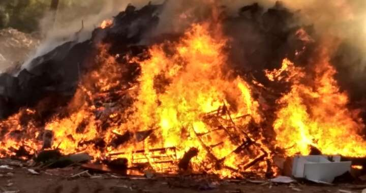 """Incêndio consome """"volumosos"""" no Pátio II de Pirassununga"""