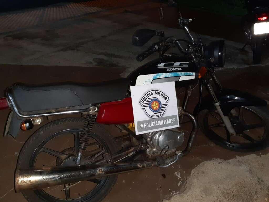 PM prende adolescente durante roubo. Dois são presos por tráfico e jovem suspeito de receptação