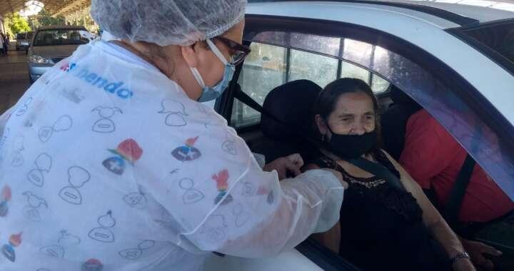 Drive Thru em Pirassununga vacinou 1058 idosos no final de semana