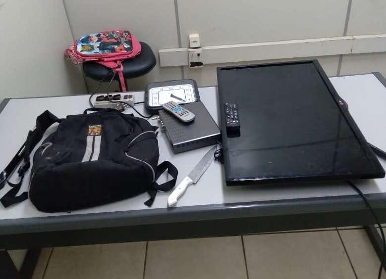 Ação rápida da PM de Araras prende dois e recuperam produtos furtados