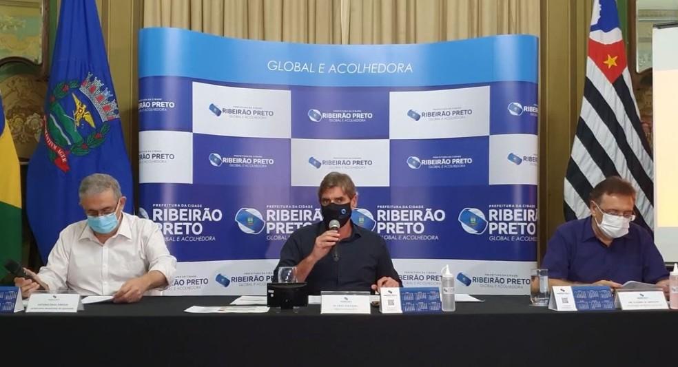 Duarte Nogueira (PSDB), prefeito de Ribeirão Preto, durante anúncios de restrições contra a Covid — Foto: Reprodução/Facebook